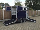 Ifor Williams HB506 paardentrailer, blauw.